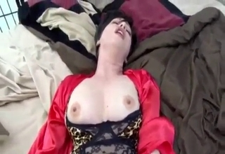 Lingerie-clad mommy gets boned in POV