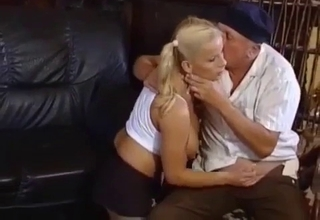 Blonde blows her senile daddy