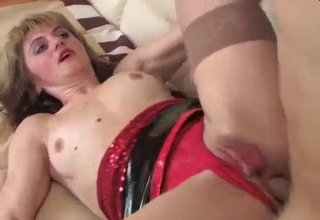Incredible-looking mommy gets gaped