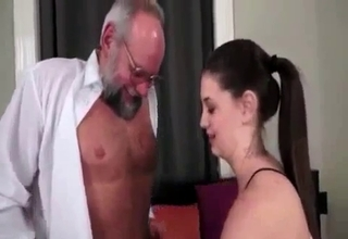 Ponytailed hoe makes out with her dad